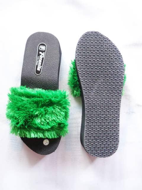 Wedges Slop Bulu Simplek Terbaru - Grosir Sandal Murah