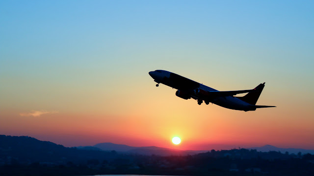 How many days before a flight is the best price?