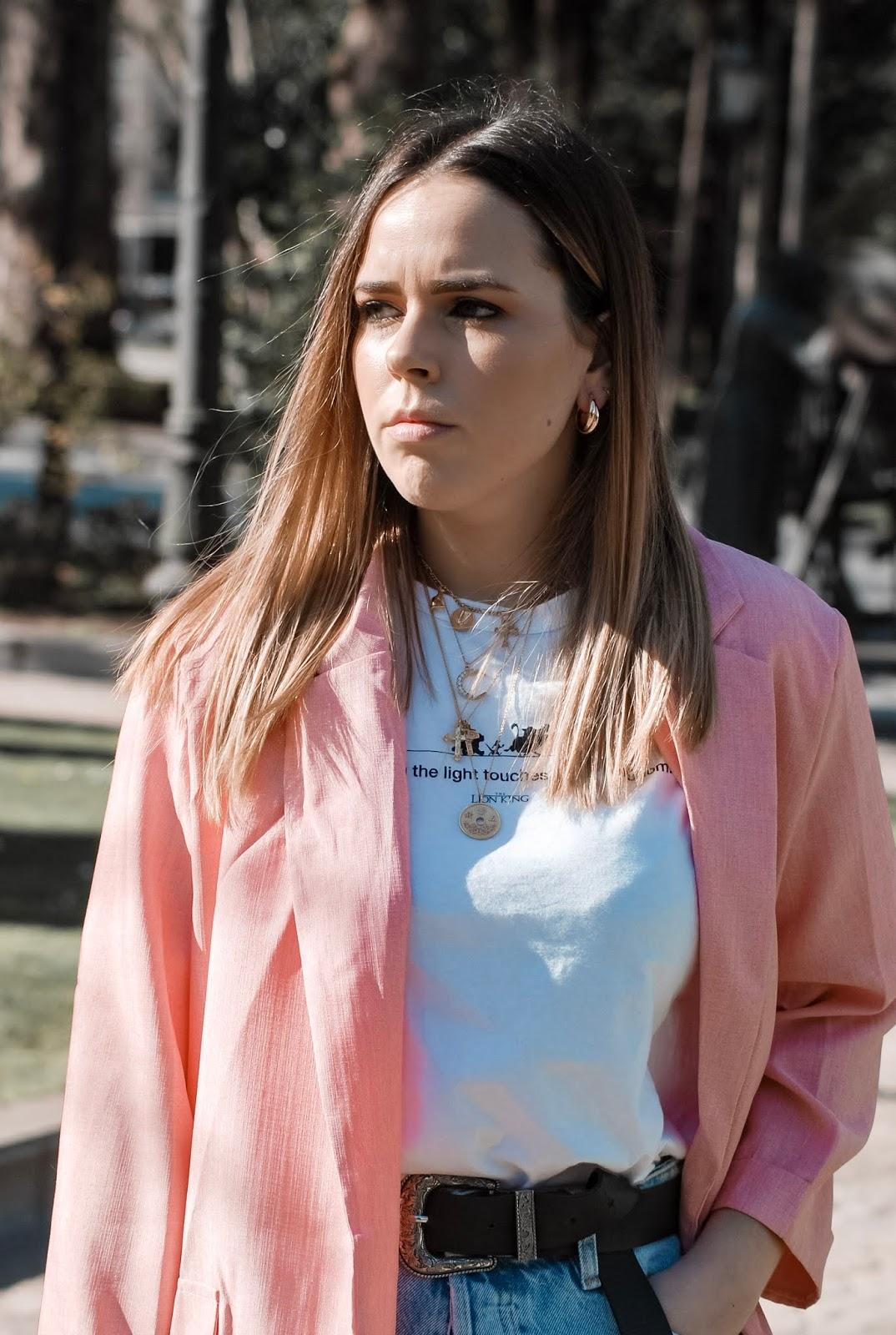 Outfit con maxi blazer rosa