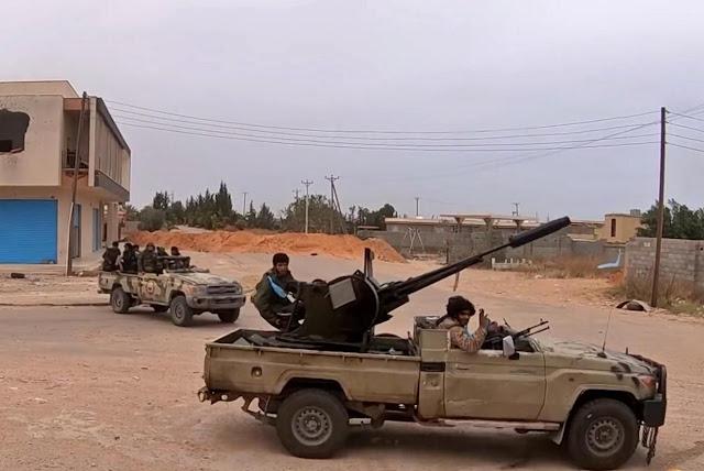 Λιβύη: Σφοδρές μάχες μαίνονται δυτικά της Σύρτης