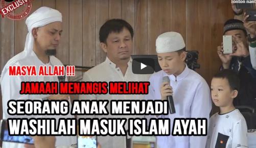 Bukan Hanya Roger Danuarta, Mualaf Cilik Bersuara Indah Ini Juga Membuat Ayahnya Masuk Islam