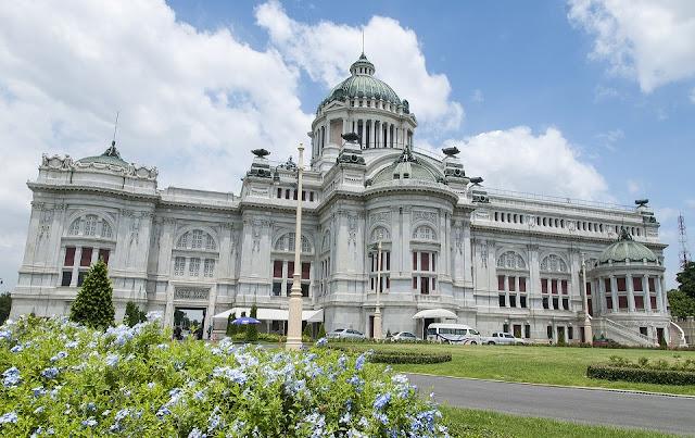 Cung điện Ananta Samakhom