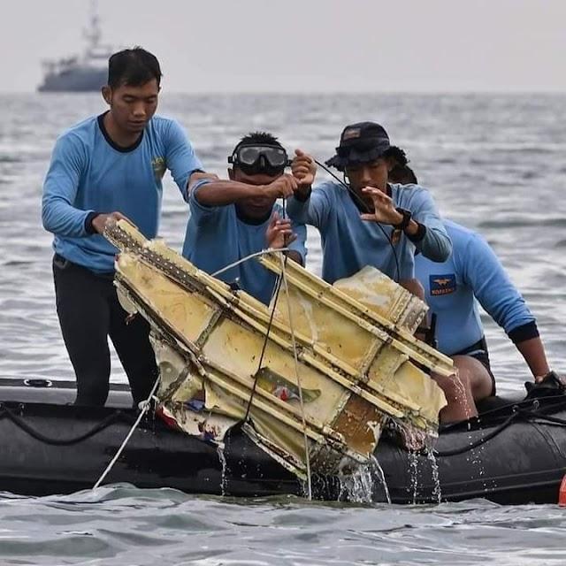 Ditemukan Serpihan Pesawat dan Potongan Manusia