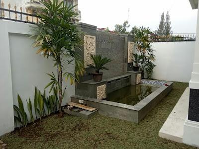 taman dengan kolam ikan minimalis