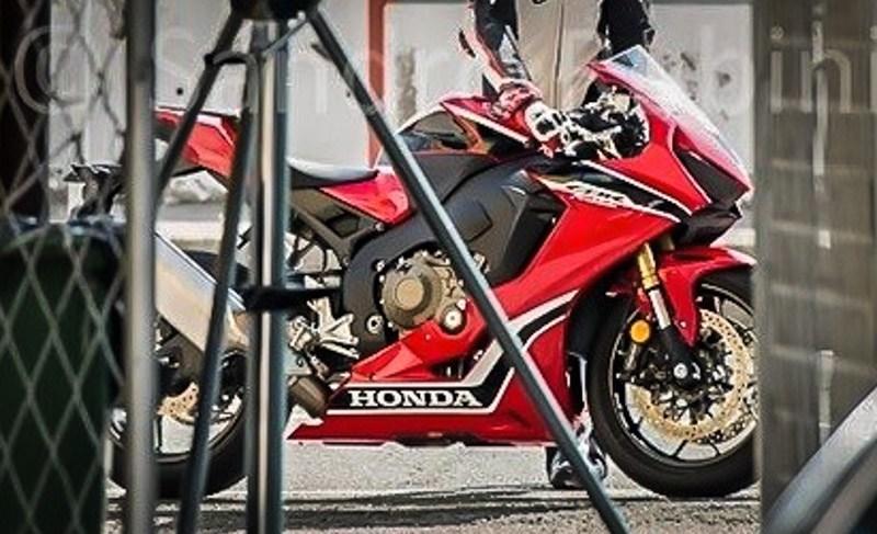 Inikah sosok dari Honda New CBR 1000RR Fireblade 2017 ? . . mesin masih sama plek dengan yang lawas ?