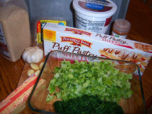 these are the ingredients to make a spinach pie with ricotta and other cheeses