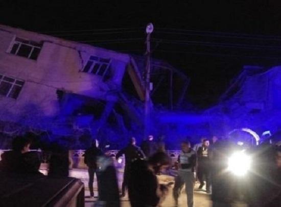 Καταστροφικός ο σεισμός στην Τουρκία (βίντεο)