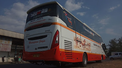 Foto Bus Harapan Jaya H583 Back