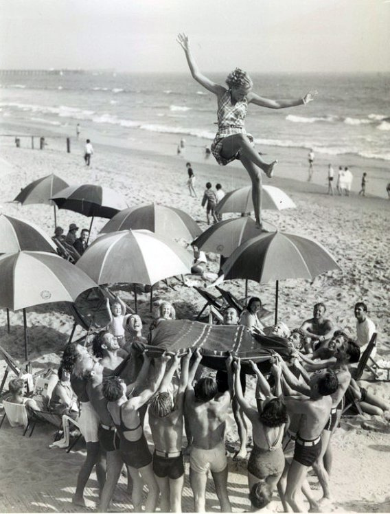 Funny And Freaky Vintage Photos May Make You Confused