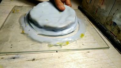 قالب سيليكون أبيض مفصول عن الزجاج