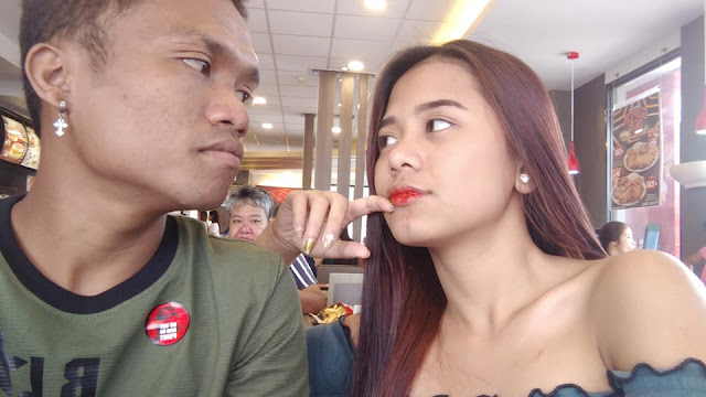 Simple Guy with Gorgeous Girlfriend Goes Viral as They Enjoy Date at Jollibee