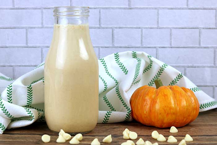 How to make a White Chocolate Mocha Pumpkin aka Starbucks Cinderella latte coffee creamer recipe.  This creamy DIY creamer can be made healthy or skinny or sugar free, low carb, dairy free (non dairy), or vegan depending on the milk and sweetener.  Use almond milk or half and half. Make it skinny and clean if you want.  This combbines the best fall flavors for a twist on the pumpkin spice coffee creamer. Home made DIY coffee creamer is easy to make! #whitechocolate #pumpkinspice