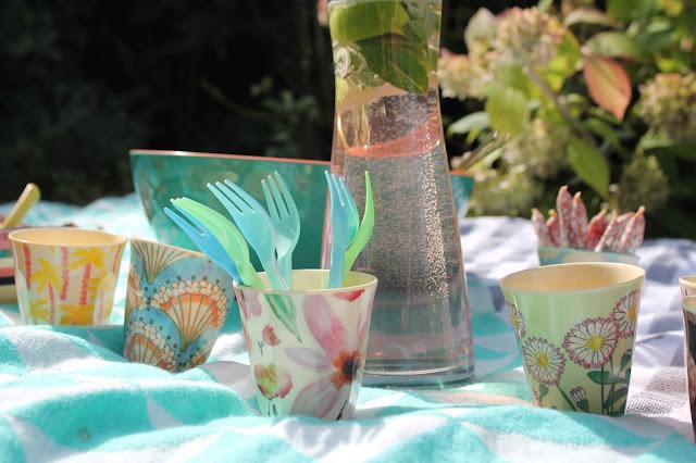 Geschirr Picknickideen Sommerkueche draussen mit Kindern Jules kleines Freudenhaus