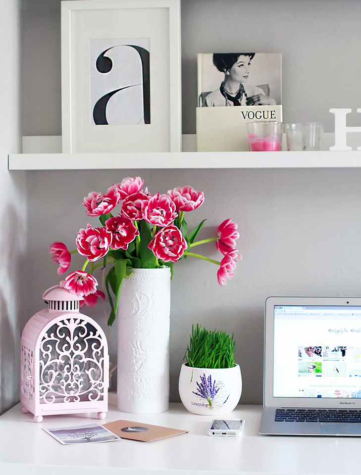stylish_workspace_margarita_maslova_design_minimalism_white_posters_interior_girl