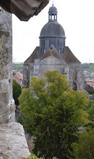 vue du clocher  de la collégiale de Provins