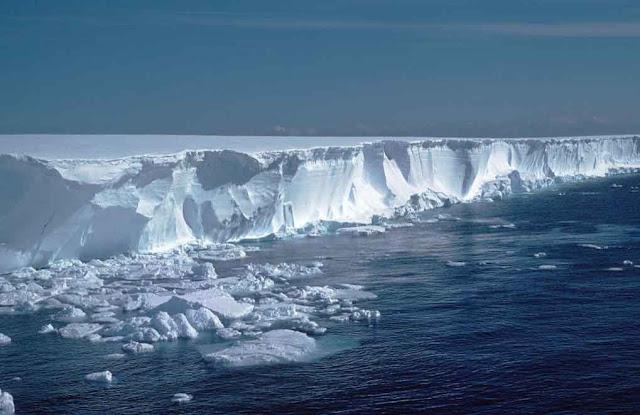 gunung es raksasa antartika