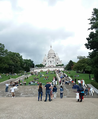 Sacre coeur bazilikası aşağıdan görünüşü paris fransa
