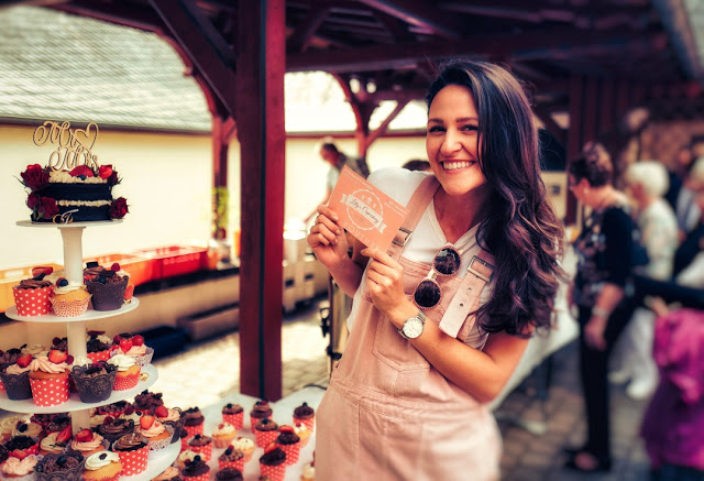 Lilly Kürten, die Cupcake-Queen des YouTube Kanals Lilly's Cupcakery.