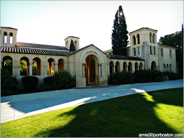 Toyon Hall, Universidad de Stanford