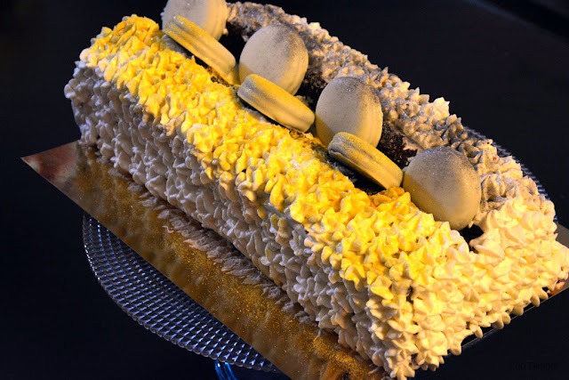 Glamorous cake with golden-silver fairy dust