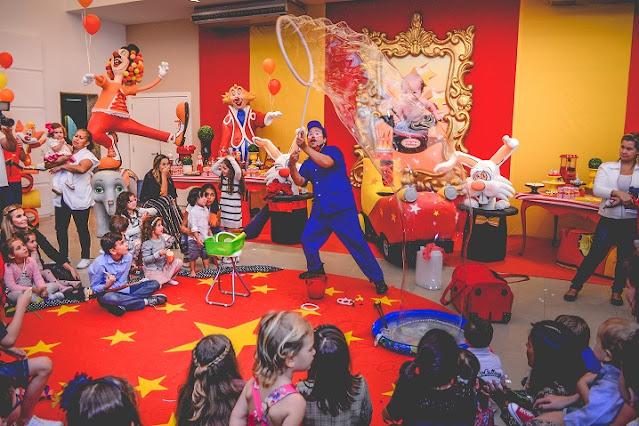 Apresentação circo para comemorar aniversario de um ano