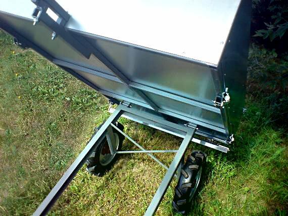 Duża przyczepka ogrodnicza do traktorka ogrodniczego kosiarki quada. Przyczepka ATV.