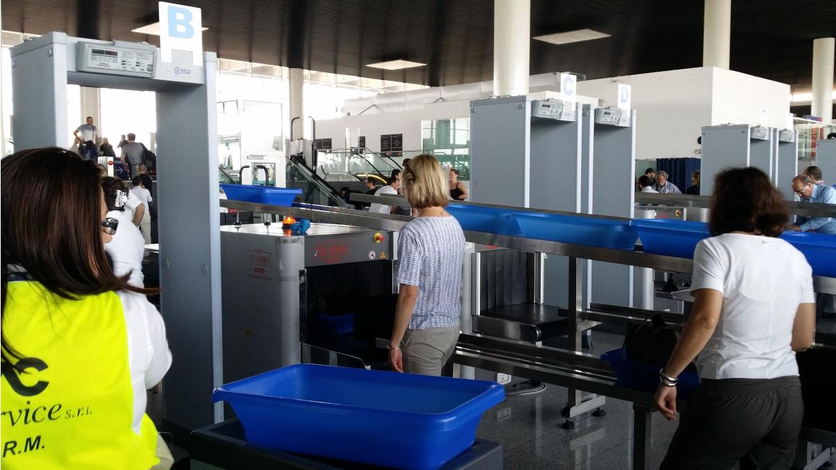 Furto Ray-Ban aeroporto Fontanarossa Catania Polizia di Frontiera