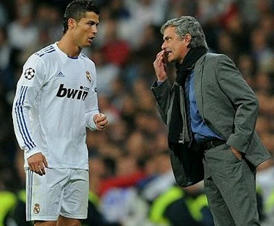 Mourinho gives some commandments to Cristiano during a Real Madrid match