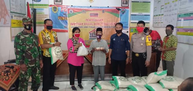 Babinsa Koramil Pedan Membantu Penyerahan ( BSNT ) Dari Provinsi Jawa Tengah