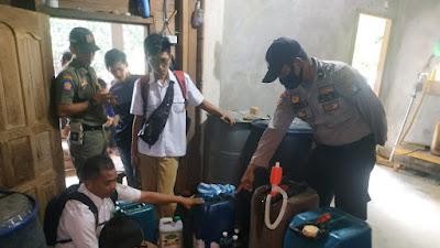 Kapolsubsektor Penuba Pantau Penyaluran BBM Bersama Kades se Kecamatan Selayar