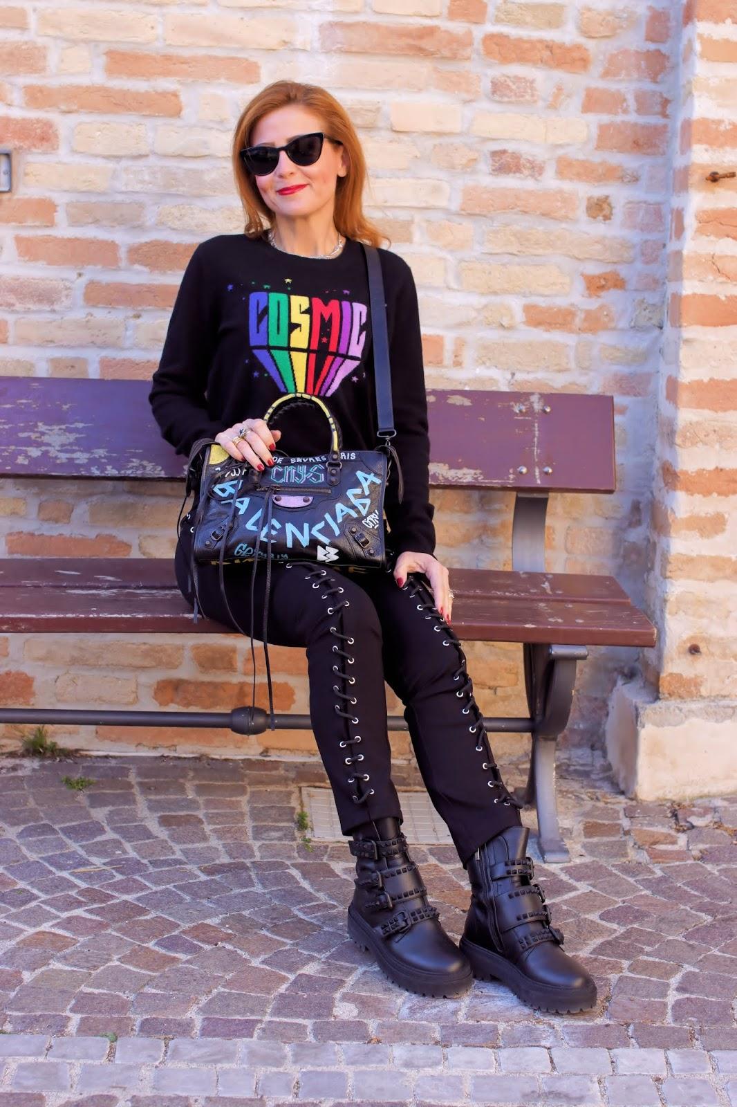 Rocker chick style with my Balenciaga graffiti bag on Fashion and Cookies fashion blog, fashion blogger style