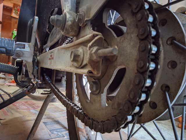cara membersihkan rantai roda