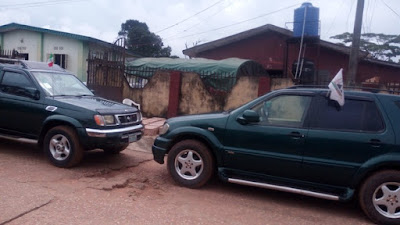 See How These APC And PDP Supporters Parked Their Cars In Church Today In Edo