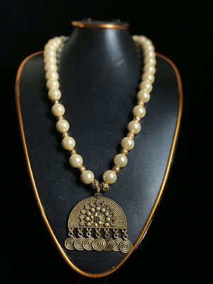 Fantastic Beads Necklace With Metal Locket