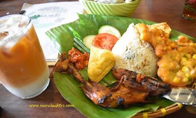 menikmati masakan sunda otentik di restoran kluwih bogor seblak ceker nurul sufitri mom lifestyle blogger kuliner paket nasi jambal