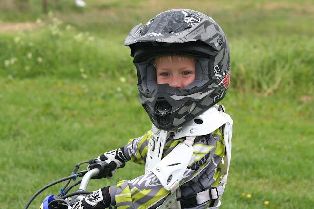 anak di bawah umur mengendarai motor