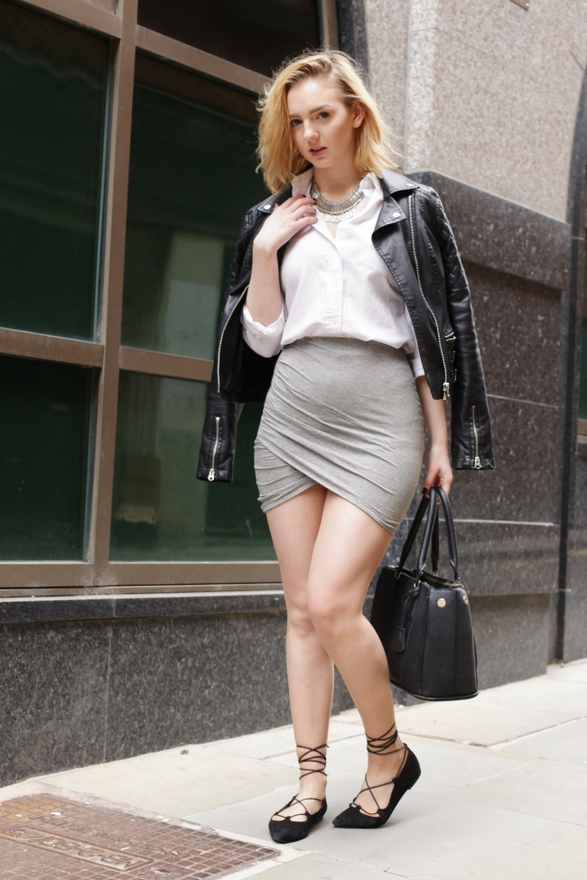 Uk, OOTD, Fashion, Blogger, Fblogger, Bblogger, blogspot, lookbook, outfit, outfit, spring, summer, skirt, necklace, leather, jacket, white, shirt, topshop, h&m, office shoes