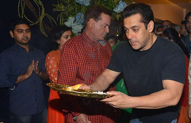 Video Of Salman Khan And Family Celebrating Ganapati Visarjan Ceremony At Their Galaxy Apartment