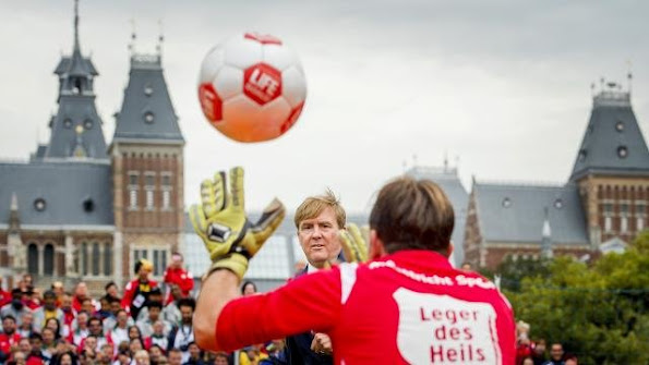 the opening of the football matches of the Dutch women's team against Argentina and the men's team against Northern-Ireland