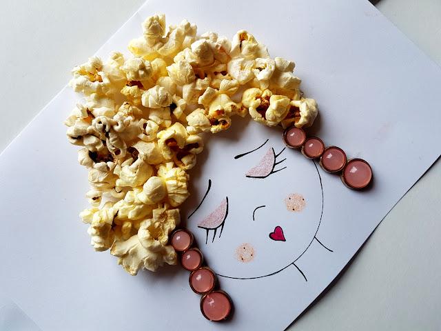Prace plastyczne na Dzień Matki - Dzień Mamy - potret mamy - laurka na Dzień Matki - Kolorowy Świat Bambino - St. Majewski - kreatywnie z dzieckiem - prace plastyczne z plasteliny - prace plastyczne z bibiuły - prace plastyczne z pomponów - prace plastyczne z liści - prace plastyczne z popcornu - prace plastyczne z odcisków palców