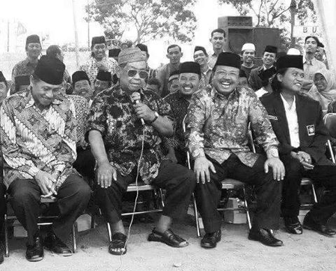 Kisah Gus Dur Menggendong Seorang PKI