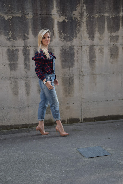 outfit salopette di jeans come abbinare la salopette di jeans outfit aprile 2017 outfit primaverili mariafelicia magno fashion blogger colorblock by felym fashion blog italiani fashion blogger italiane blog di moda blogger italiane