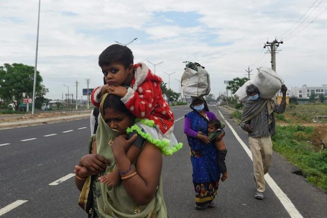 लॉकडाउन के दौरान पैदल घर लौट रहे बच्चों का दर्द, चेहरे बोल रहे हैं...