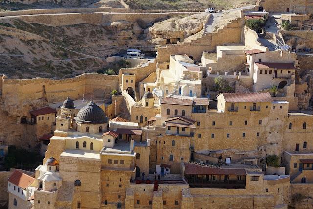 המנזר התלוי במדבר יהודה