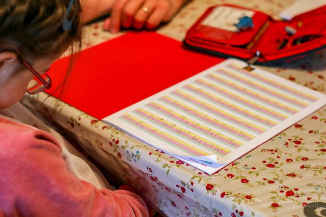 spezielles Schreibheft für Menschen mit Down Syndrom
