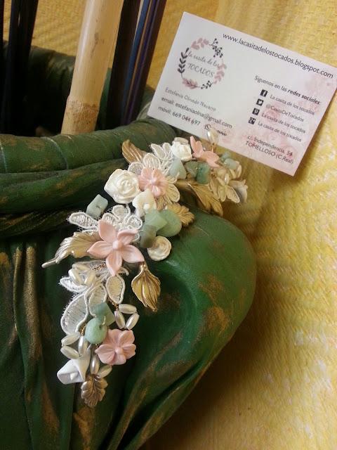 tiara de porcelana y encaje para novia con piedras naturales