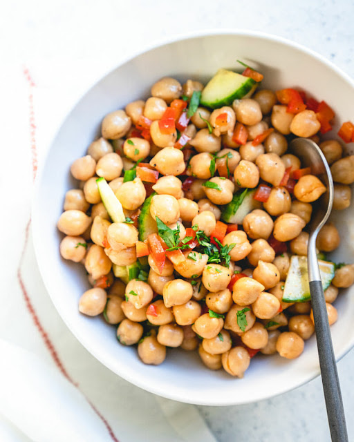Simple Chickpea Salad (5 Minute Lunch!)