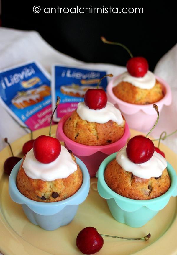 Muffins allo Yogurt con Ciliegie e Gocce di Cioccolato