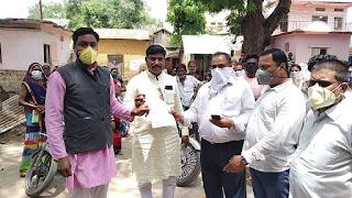 शाहपुर सफाई कर्मियो को वेतन कम मिलने से हुए आक्रोशित, ज्ञापन देकर जमकर की नारेबाजी
