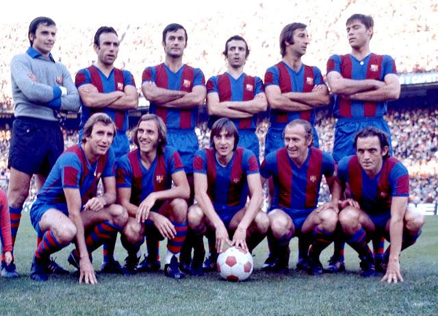 F. C. BARCELONA. Temporada 1974-75. Mora, Rifé, Torres, De la Cruz, Costas y Migueli. Rexach, Neeskens, Johann Cruyff, Marcial y Clares. ATLÉTICO DE MADRID 3 F. C. BARCELONA 3. 01/11/1974. Campeonato de Liga de 1ª División, jornada 7. Madrid, estadio Vicente Calderón. GOLES: 1-0: 10', Gárate. 2-0: 12', Gárate. 2-1: 19', Rexach. 2-2: 42', Marcial. 2-3: 70', Clares. 3-3: 88', Irureta.